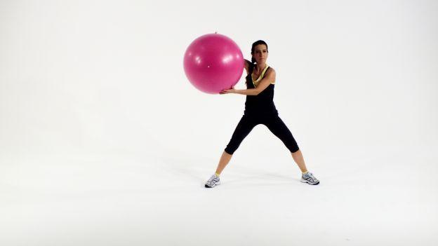 Prima di entrare nel vivo del corso di ginnastica post gravidanza dobbiamo riscaldare adeguatamente il corpo con esercizi ad hoc!