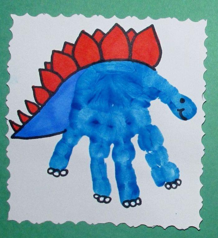 ein blauer dinosauerier   handabdruck bilder