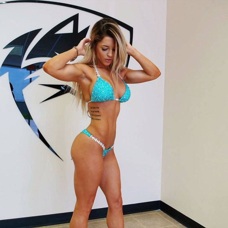 fierce-fabulous-fit:  brunettebarbie-liftsheavy:  summer motivation  this is blondevsworld, just so she gets credit