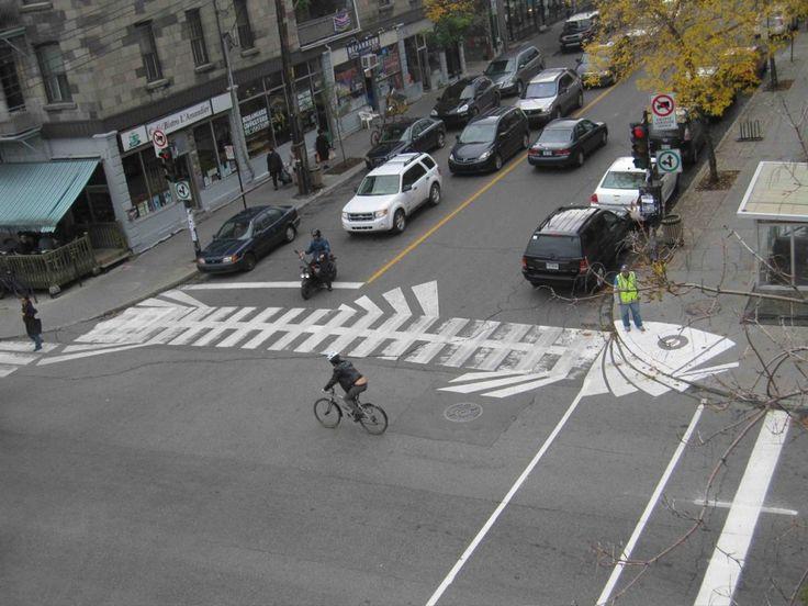 Peter Gibson, aka Roadsworth, est un street-artist canadien originaire de la ville de Toronto, résidant désormais à Montréal.