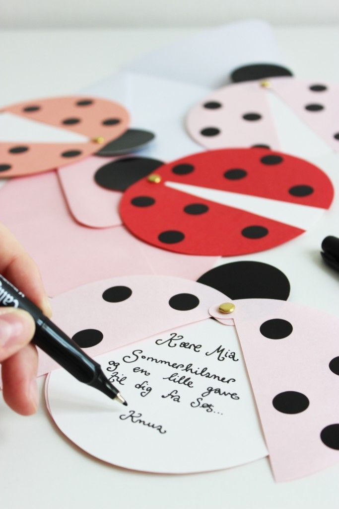 DIY ladybug party invites (via Marie Marie Morolle). #DIY #deco #exterieur #DIYtextil #myfashionlove #Tuto #aliceauxpaysdesmerveilles ♥myfashionlove.com♥