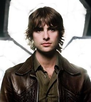Robert Schwartzman... Roonies lead singer and was on Princess Diaries... yummers...