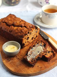 Bara Brith, a Welsh Fruit Tea Loaf {Gluten Free} | Gluten free Bara Brith, an adaptation of a traditional Welsh recipe for tea loaf, translated as speckled bread! @cerikitchen