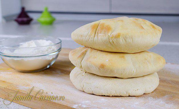 Aceste lipii libaneze sunt preferatele sotului meu pentru ca lui ii place painea fara mult miez si pentru ca iti poate umple aceste lipii cu ce are el chef.