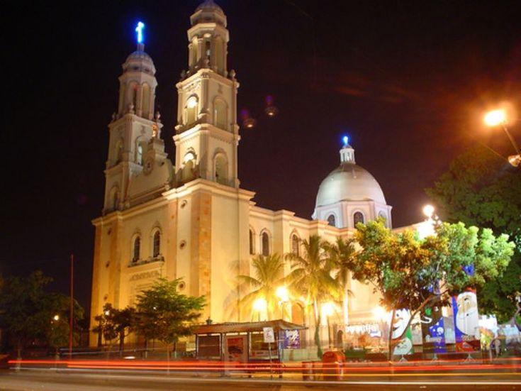 Catedral de Culiacán, Sinaloa, por la noche