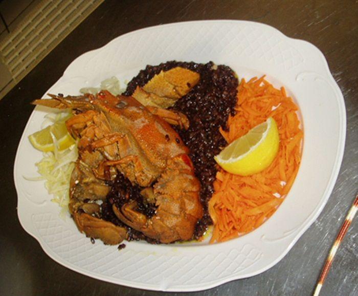 Black rice with crustaceans, prawns