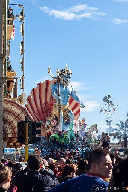 Carnevale di Viareggio by Juls1981, via Flickr