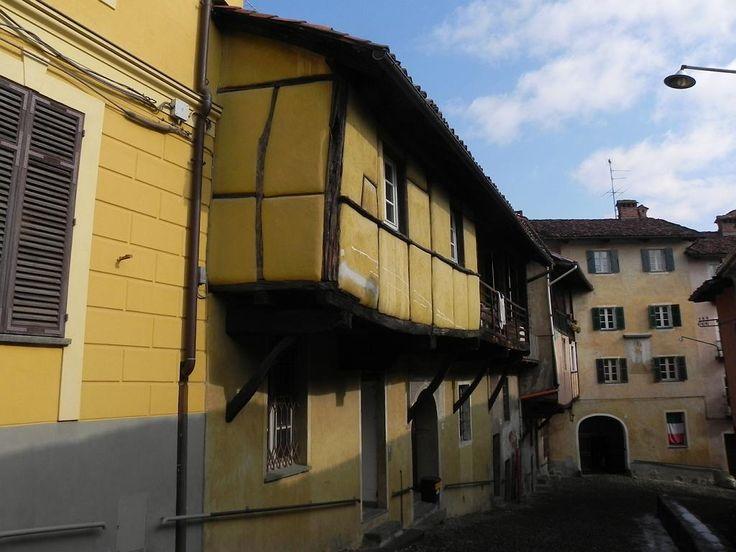 Costa del Vernato: casa su travi in legno detta Casa della Sindone (tardo medioevo)