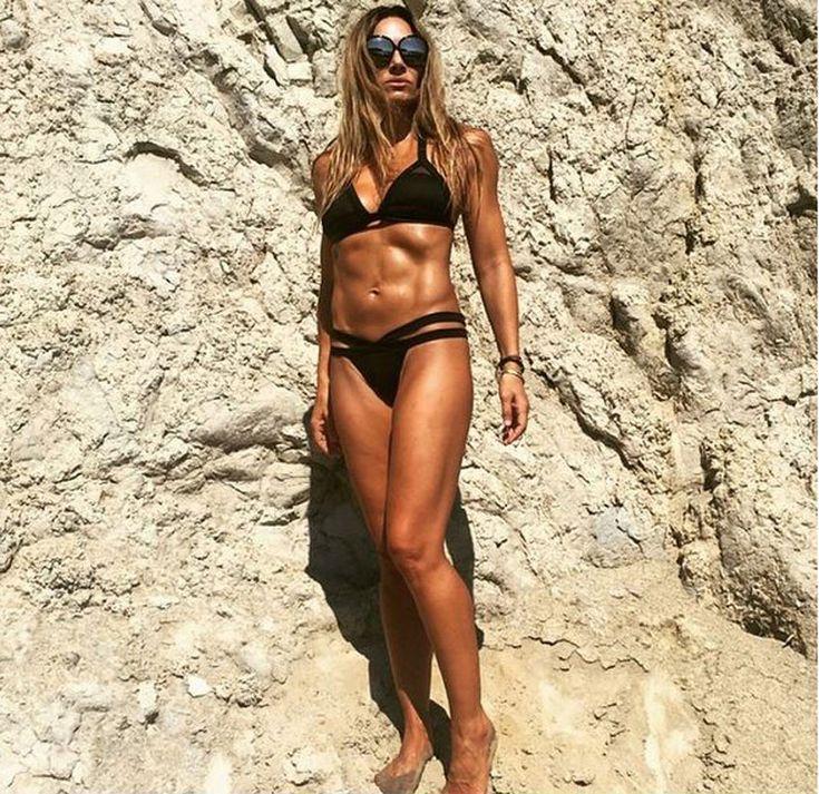 Θες να χάσεις δυο κιλά σε μια εβδομάδα; Η Ελένη Πετρουλάκη μας αποκαλύπτει την δίαιτα που κάνει η ίδια μετά τις διακοπές.