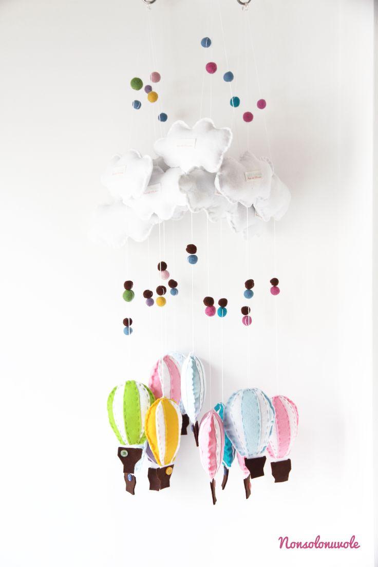 Decorazioni per la cameretta dei bambini: mongolfiere in feltro fatte a mano by nonsolonuvole.it