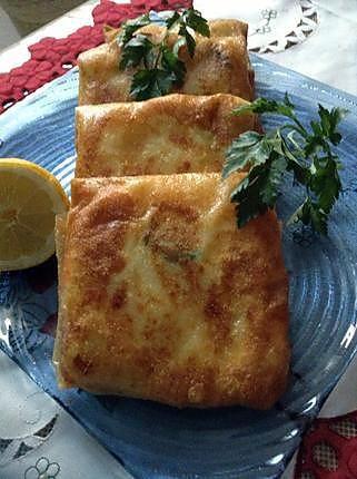 La meilleure recette de Brick à l'algérienne! L'essayer, c'est l'adopter! 5.0/5 (3 votes), 7 Commentaires. Ingrédients: 1.6 de feuilles de brick 2.200 g de viande hachée 3.1 oignon moyen 4.1/2 botte de persil 5.3 pommes de terre 6.6 oeufs 7.1 citron 8.sel et poivre 9.huile pour friture