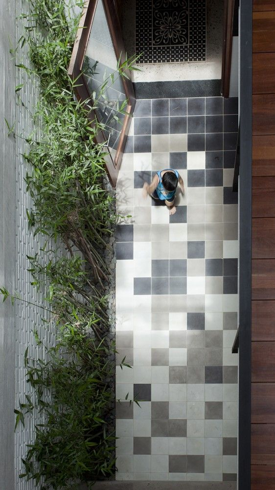 Small Courtyard - Flooring B House / i.House Architecture and Construction