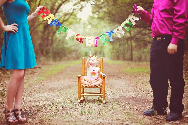 first birthday photo's,...totally cute! don't think I could get my child to sit there that long..would definitely need someone to place her and another to take the photo!!