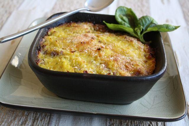 Cliquez sur les photos pour agrandir Le pastel de choclo est le hachis parmentier chilien ! De passage sur cette terre lointaine ou simplement intéressé par la gastronomie latine, c'est un plat à déguster absolument. A la base, il y a de la viande de bœuf, cuisinée avec beaucoup d'oignon, relevée au cumin. Il y …