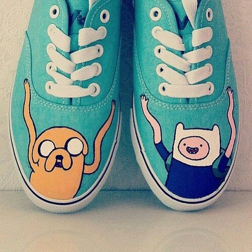 Sneakers are blue and white, are adventure time!, have the image of Jake and Finn are the most beautiful thing ever seen beyond, the cost is £47.