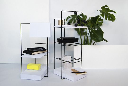 the Spanish designer Álvaro Díaz Hernández brought up his Wire Collection for he first time at the 2016 Salone del Mobile in Milan. It's a magazine rack of the outmost minimal design.