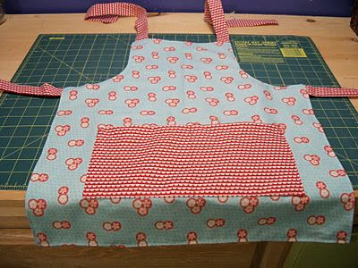 Reversible Child's Apron from 3 fat quarters - moda bake shop is having children's tutorials (to make for or with your child) every day in June