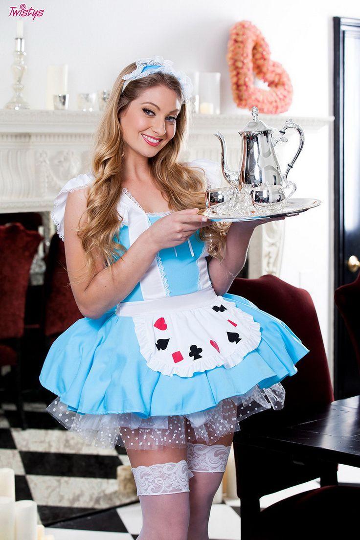 Veronica Weston as Alice in Wonderland  #VeronicaWeston #cosplay