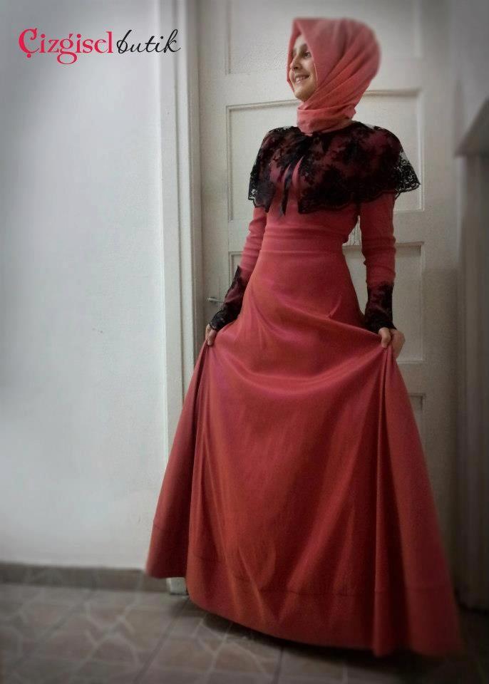 Çizgisel Butik Zarif Tesettür Elbise Modelleri