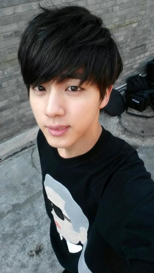 Eu adoro ele moreno mas o Jin também fica bem loiro❤