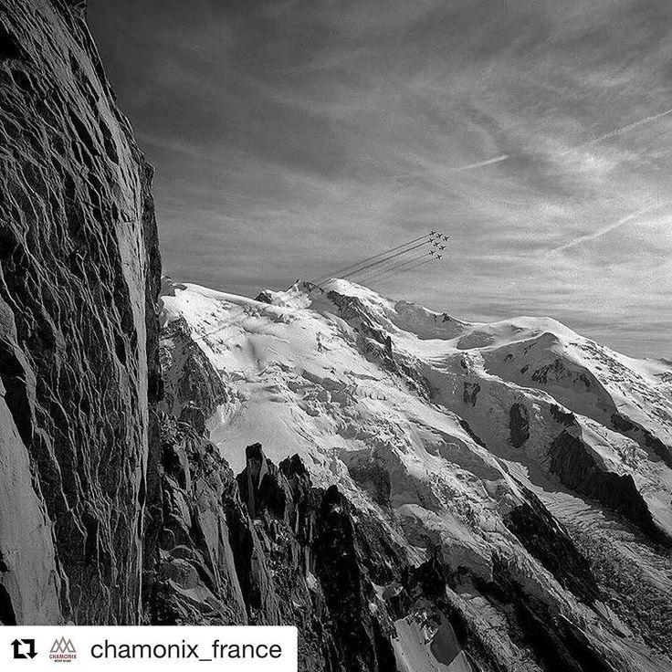#Repost @chamonix_france  Quand la Patrouille de France rencontre le Mont-Blanc  When the #patrouilledefrance met the #montblanc  @blackandwhitekorner #Chamonix #tbt2012 #mountains #blackandwhite #plane #2012
