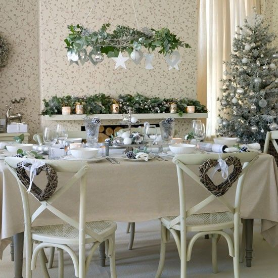 White and silver Christmas Dining table - House to home: Dining Rooms, Fireplaces Mantels, Decor Ideas, Green Christmas, Christmas Tables, White Christmas, Christmas Theme, Country Christmas, Christmas Decor