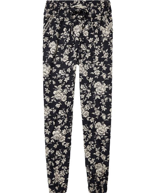 Inspired by vintage wallpaper designs, our Maison Scotch designers created these romantic pants. http://webstore-all.scotch-soda.com/women/pants/relaxed-fit-pants/14210383772.html?dwvar_14210383772_color=combo%20F