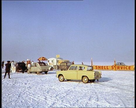 Auto's op het bevroren IJsselmeer 1963