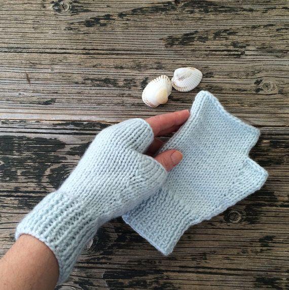 Baby Blue Fingerless Gloves Blue Mittens Handknit par NickNacky