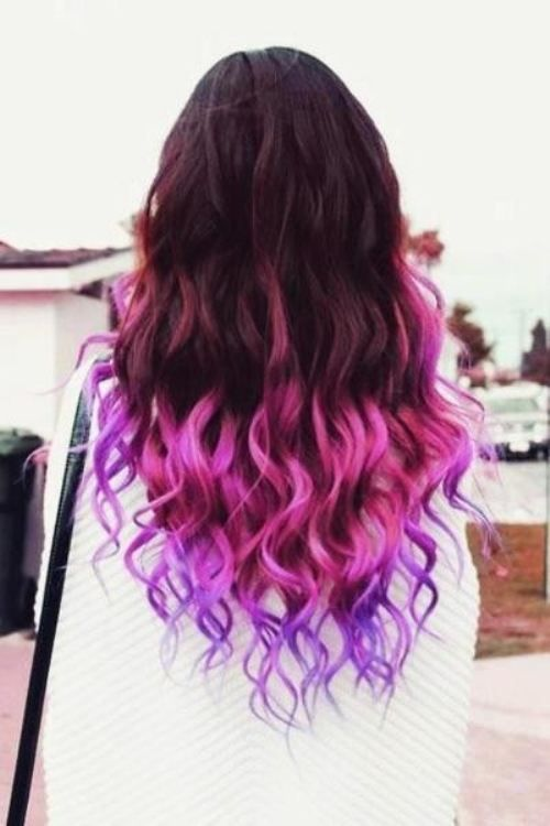 I would love to do this with my hair. Just not those colors I would do the top my natural hair (chestnut), the middle a light brown/dark blonde, and the ends light/medium blonde!!!