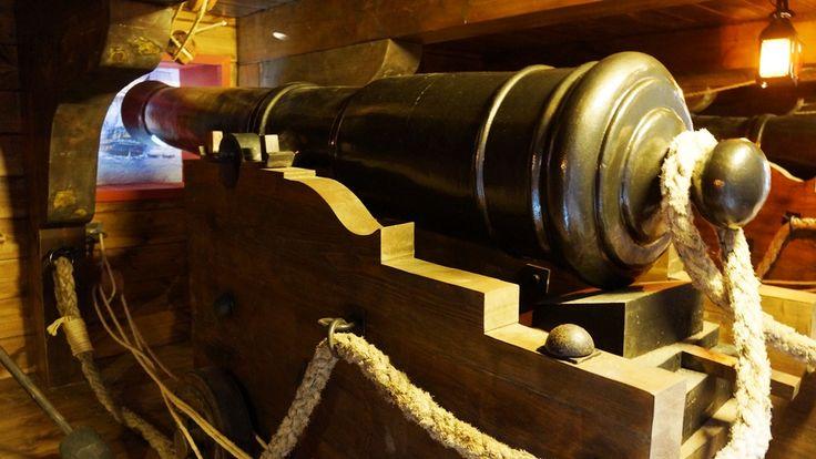Representación de una cubierta con línea de cañones