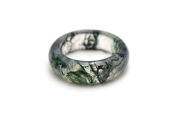 These moss agate rings are made with a solid piece of all natural moss agate. The natural patterns in the gemstone portray an incredible