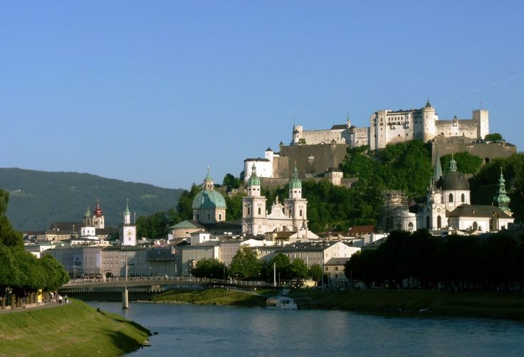 Salzburg az egyik legszebb ausztriai úti cél, amit feltétlenül érdemes felkeresni. Ám a környezete ugyancsak izgalmakat rejt.