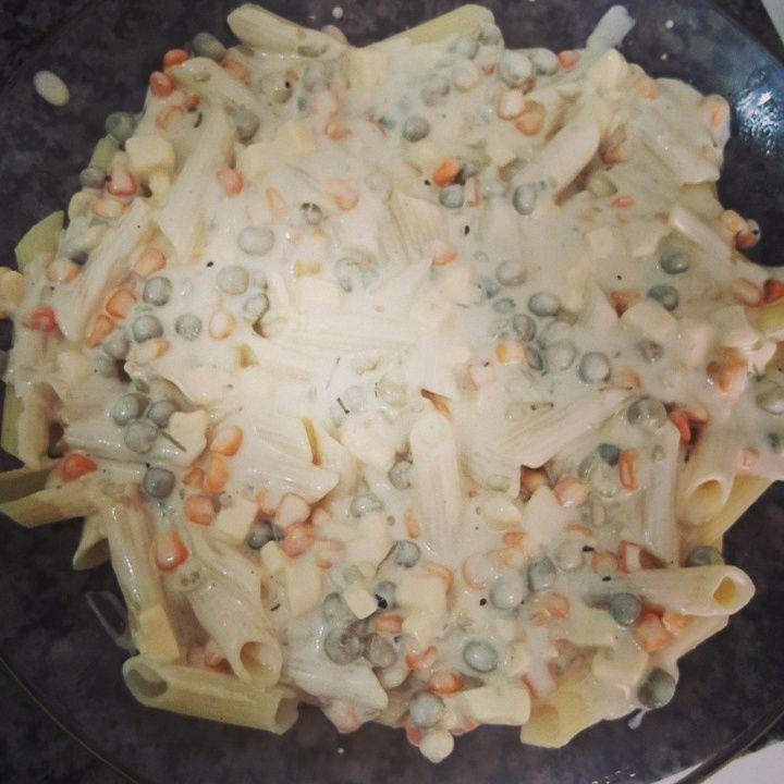 Macarrão zero gluten com milho, ervilha e queijo branco