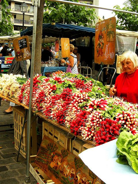 Marché d'Aligre is one of Paris' best outdoor markets. Located behind the Bastille between Rue du Faubourg Saint-Antoine and Rue de Charenton, the market contains everything from fresh poultry, cheese and produce to flea-market vintage hats and shoes.