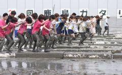 佐賀県鹿島市の七浦海浜スポーツ公園で毎年恒例の鹿島ガタリンピックが今年も行われるよ 潟スキーや自転車を使った10種目の見ておもしろいやって面白い競技が繰り広げられます 世代を超えて楽しめるイベントだからぜひ参加してみてね( ω ) tags[佐賀県]