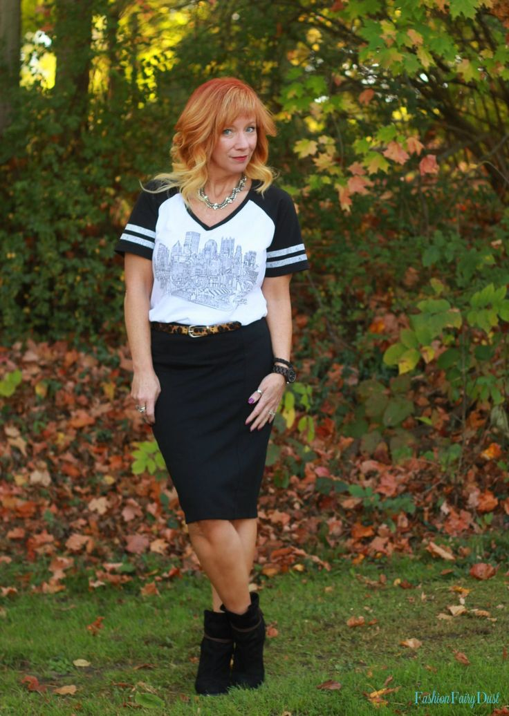 City graphic tee, black pencil skirt and ankle boots.