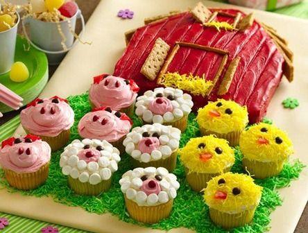 ¡Pastel de granero y panquecitos de animalitos! Adorable :)