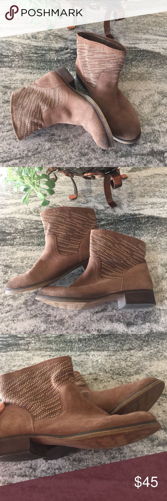 Carlos Santana boots ❣️❣️❣️ Carlos Santana ankle boots gorgeous with sparkles gold/brown/silver  little scratched right side (front ) pic 4 you can see , SIZE 8.5 ❣️❣️❣️ Carlos Santana Shoes Ankle Boots & Booties