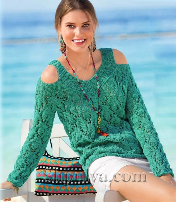 Изумрудный пуловер с ажурным узором