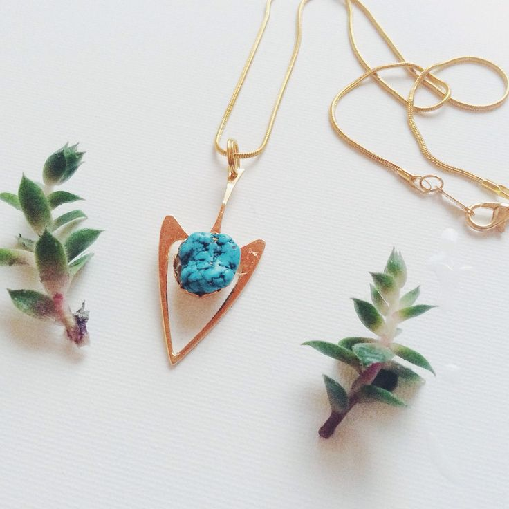look at this dreamy turquoise piece !  a little mix of vintage