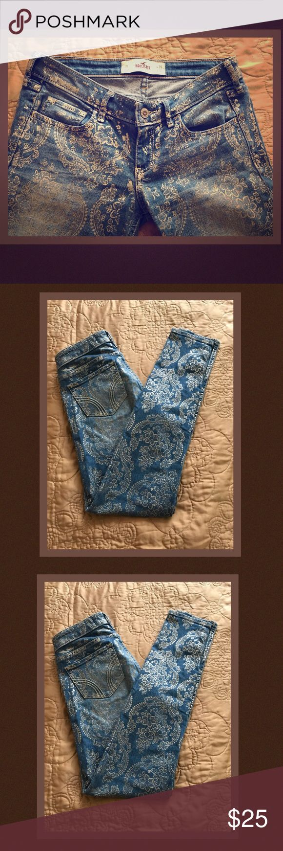 HOLLISTER CALIFORNIA JEANS Gold embellished print make these jeans irresistible. Hollister Jeans Skinny