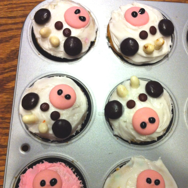 Cow cupcakes used at my baby shower made by my creative and wonderful sister-in-law!! So adorable!!
