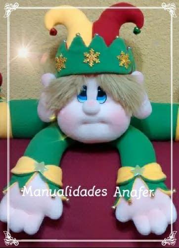 Preciosos muñecos cojines, elaborados con material de buena calidad. Ideal para la decoraciónde sus hogares en épocanavideña. Son cuatro...