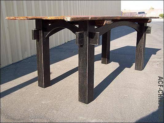 Deze #sloophout tafel is gedeeltelijk gemaakt van een oude #deur.