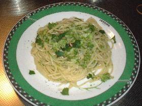 chopped broccoli & anchovy pasta ブロッコリーのみじん切りとアンチョビのアーリオ オーリオ ペペロンチーノをヘルシーにポコネーゼで・・・・ (anchovy, broccoli, wine)