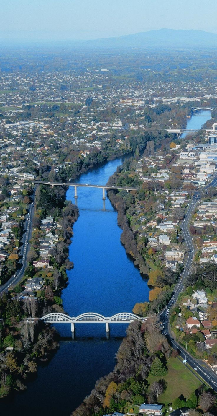 Hamilton city - Hamilton is situated in middle of the Waikato region in the North Island of New Zealand, approximately 130 kms south of Auckland - NZ