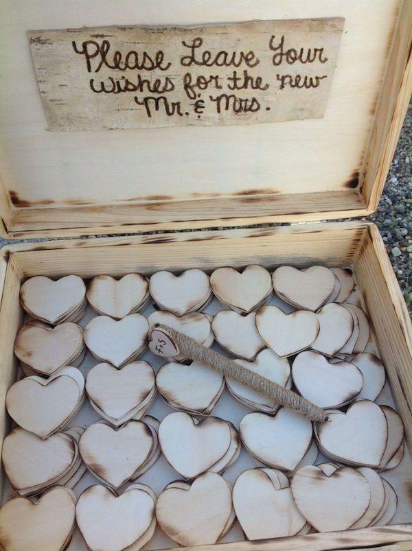 Buenos deseos en lugar de firmas para la boda. Corazones de papel rústico para recordar a tus invitados