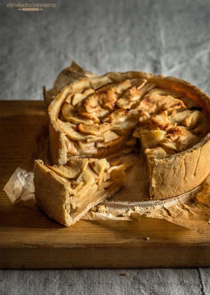 Receta sencilla de tarta de manzana holandesa, con base de masa quebrada y relleno de manzana con azúcar y limón. Elaboración con fotos paso a paso