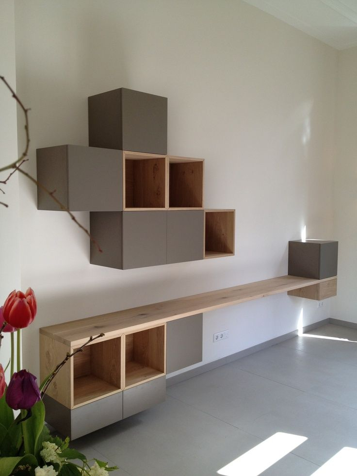 Mevr.kockelkoren had graag een kast gehad die je tegen de muur kan monteren zodat ze er materiaal gemakkelijk in kan plaatsen.